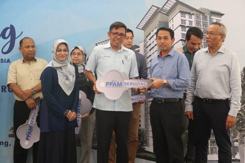 7 Nov 2019: Projek Perumahan Awam Malaysia (PPAM) Seruling - Handing over keys to purchasers 1