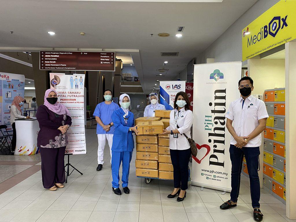 Putrajaya Holdings Donate Self-Care Essentials To Medical Frontliners 1